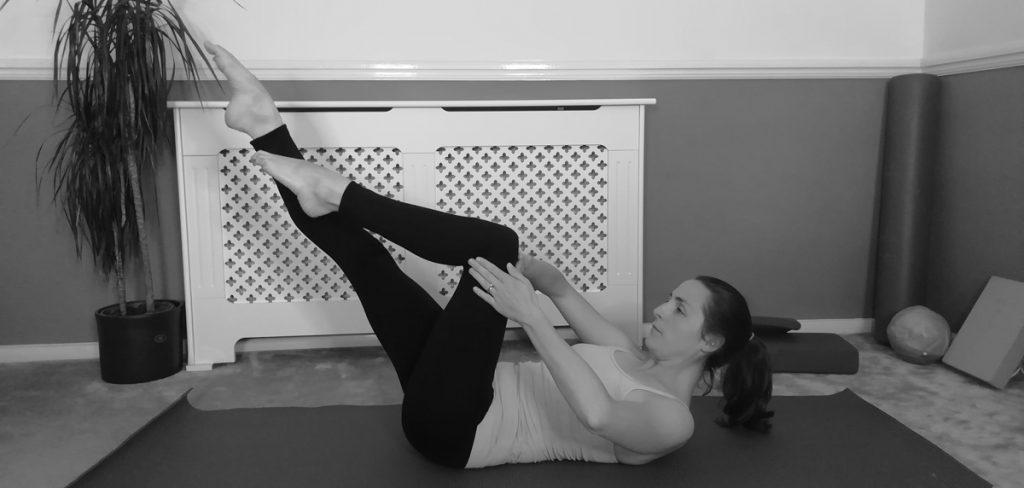 one leg stretch pilates exercise