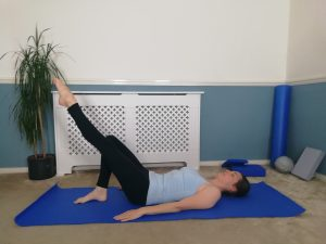 Single table top - Pilates one leg stretch