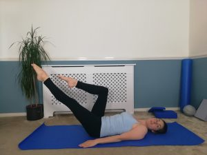 double table top - one leg stretch pilates exercise